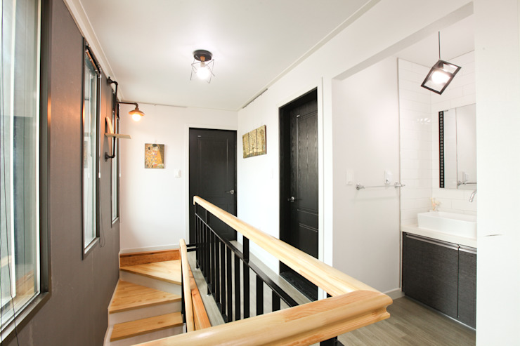 기존도면에 한층더 업그레이드된 집 모던스타일 복도, 현관 & 계단 by 한글주택(주) 모던