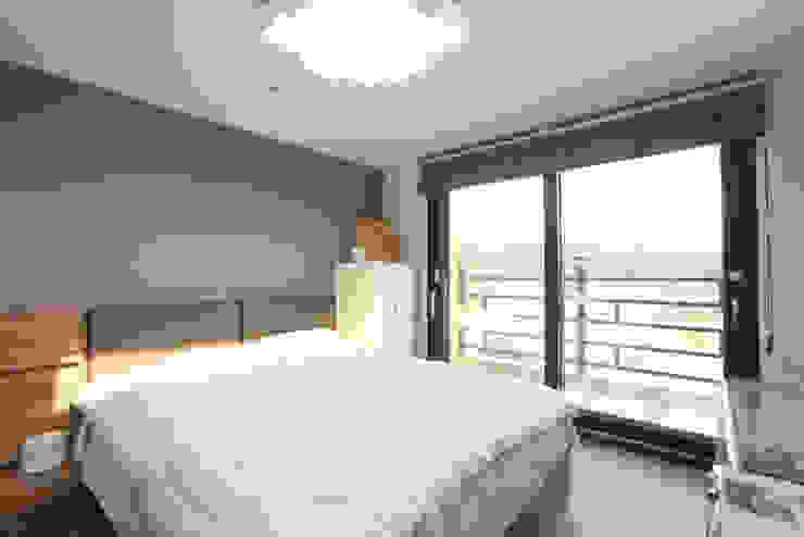 Dormitorios de estilo moderno de 한글주택(주) Moderno
