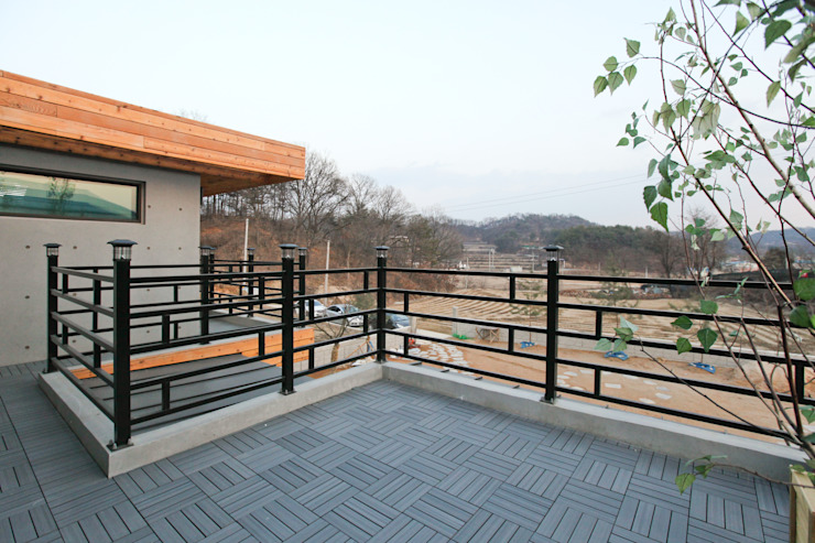 Modern Balkon, Veranda & Teras 한글주택(주) Modern