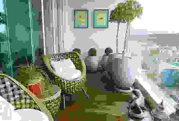 Paty Nascimento Designer de Interiores e Paisagista:  tarz Teras,