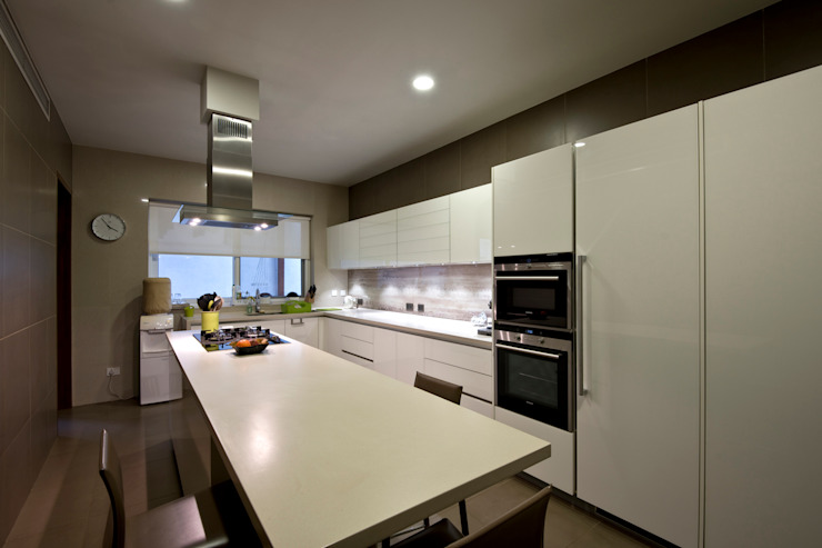 Private Residence, Koregaon Park, Pune Modern kitchen by Chaney Architects Modern