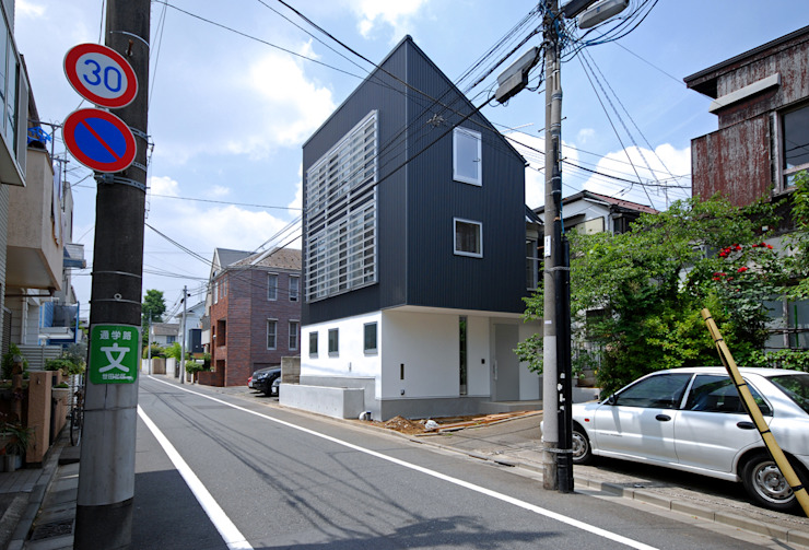 Eclectic style windows & doors by SUR都市建築事務所 Eclectic