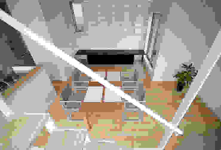 Eclectische woonkamers van SUR都市建築事務所 Eclectisch