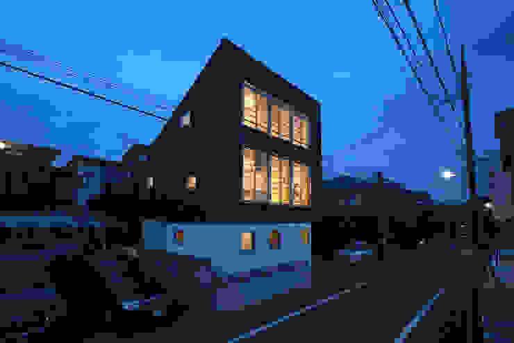 Eclectische ramen & deuren van SUR都市建築事務所 Eclectisch