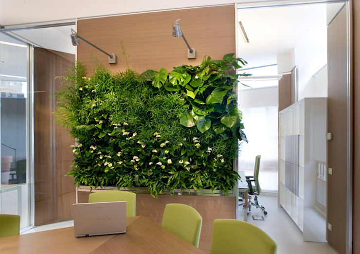 Office: Vertical Gardens and vegetable pictures Modern study/office by homify Modern