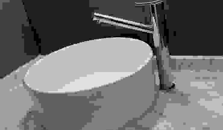 Minimalist style bathroom by medrArq Minimalist