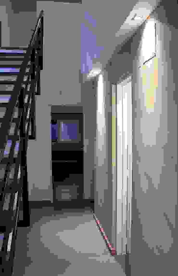 Vivienda La Colmena Paredes y pisos minimalistas de medrArq Minimalista