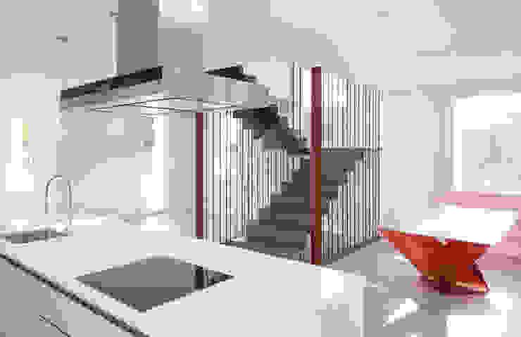 Fuente del Berro Pasillos, vestíbulos y escaleras de estilo minimalista de Maroto e Ibañez Arquitectos Minimalista
