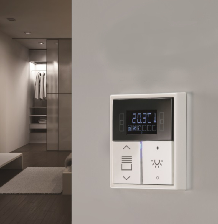 Inteligentny dom – system zarządzania instalacjami Skandynawskie domowe biuro i gabinet od Inteligentny Budynek Polska Skandynawski
