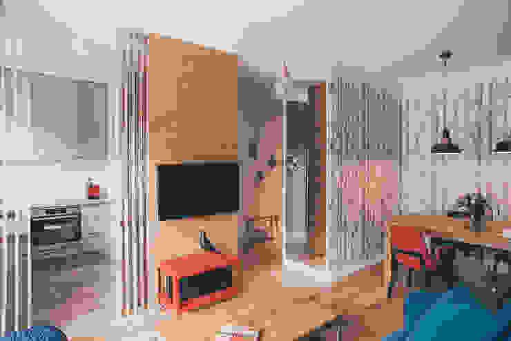projekt aranżacji apartamentu w Gdyni: styl , w kategorii Salon zaprojektowany przez em2,Nowoczesny
