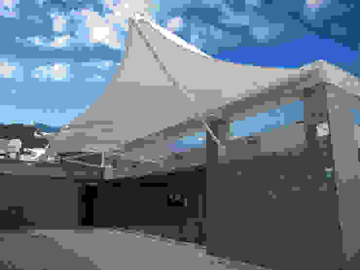 ::MEMBRANAS ARQUITECTONICAS - UNIVERSIDAD EL BOSQUE :: Balcones y terrazas de estilo moderno de Diseños & Fachadas SAS Moderno