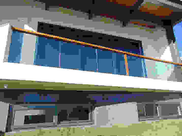 Varanda Varandas, alpendres e terraços modernos por homify Moderno