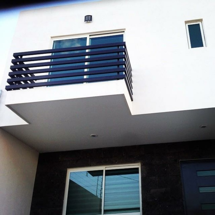 Fachada Casas minimalistas de Grupo Arquitech Minimalista Piedra