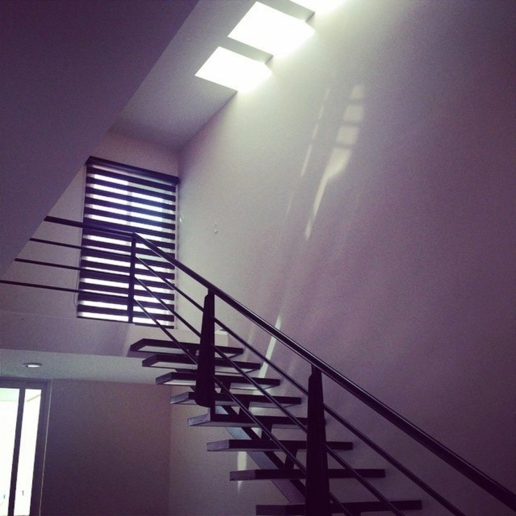 Casa Habitación #62 Pasillos, vestíbulos y escaleras minimalistas de Grupo Arquitech Minimalista Metal