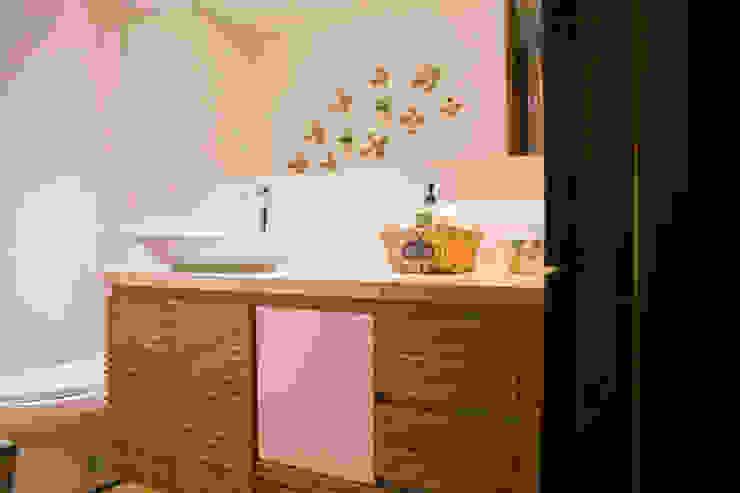 Baño principal de Cristina Cortés Diseño y Decoración Moderno Madera Acabado en madera