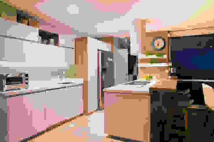 Fabricación diseño y decoración de Cocina de Cristina Cortés Diseño y Decoración Moderno