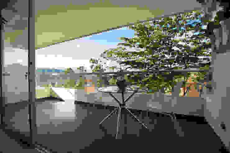 Balcon: Balcones y terrazas de estilo  por Cristina Cortés Diseño y Decoración ,