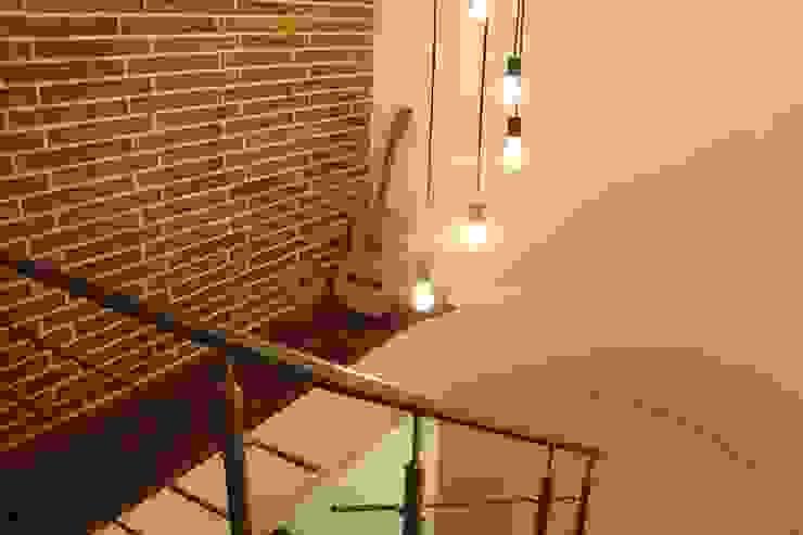 Apto 98 Pasillos, vestíbulos y escaleras de estilo moderno de DNA ARQUITECTURA Y DISEÑO Moderno