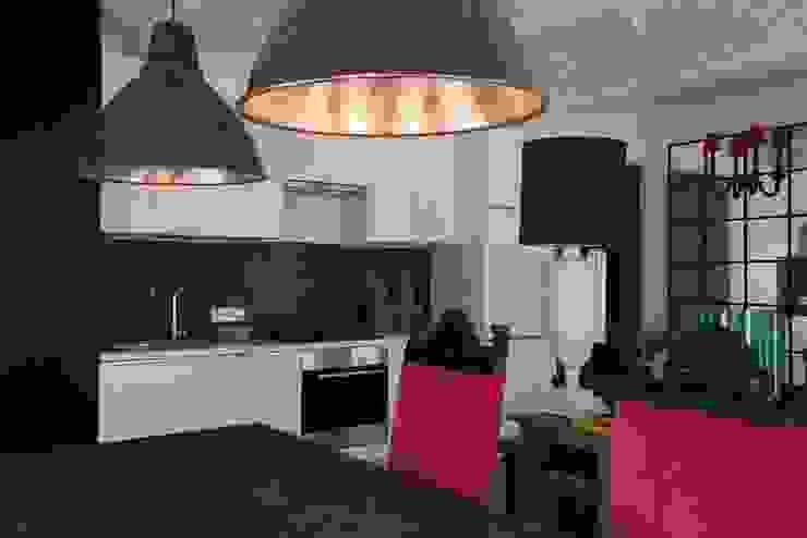 На Неглинной: Кухни в . Автор – Korneev Design Workshop,