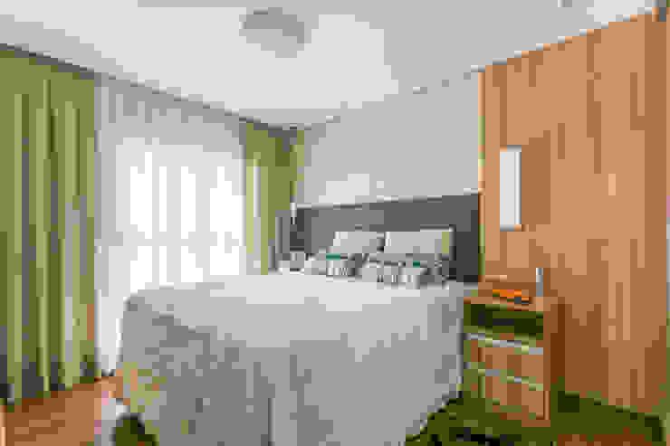 Suite Casal Quartos modernos por Sandra Pompermayer Arquitetura e Interiores Moderno
