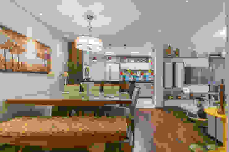 Apartamento Casal com Bebe Salas de jantar modernas por Sandra Pompermayer Arquitetura e Interiores Moderno