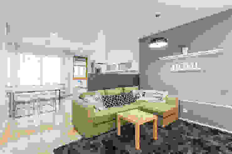 Scandinavian style living room by Kameleon - Kreatywne Studio Projektowania Wnętrz Scandinavian