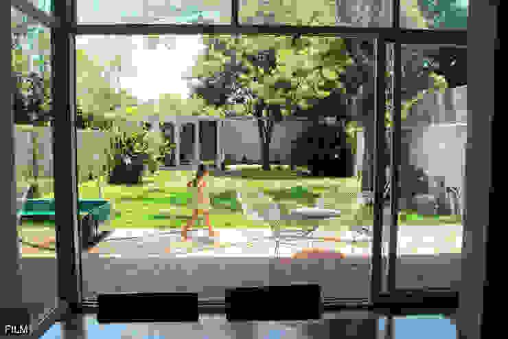 모던스타일 정원 by FILM OBRAS DE ARQUITECTURA 모던 벽돌