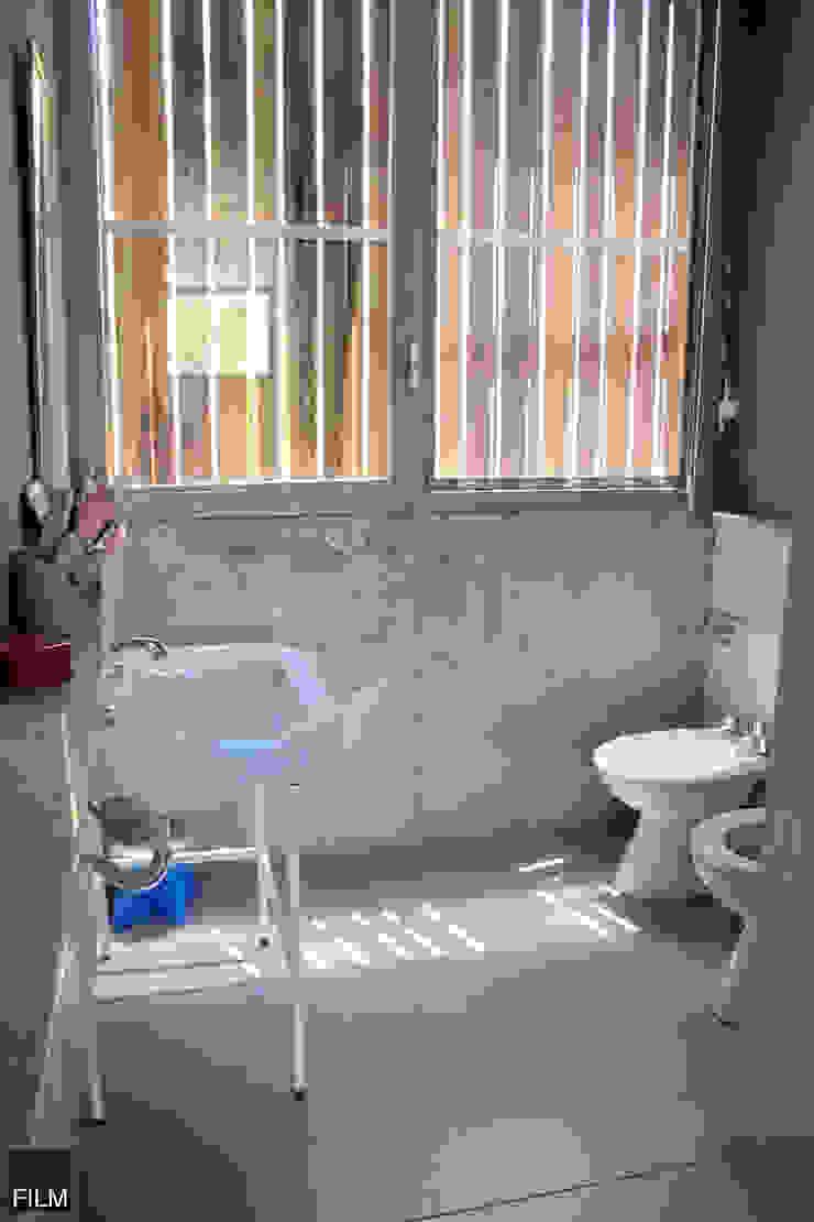 Modern bathroom by FILM OBRAS DE ARQUITECTURA Modern Concrete