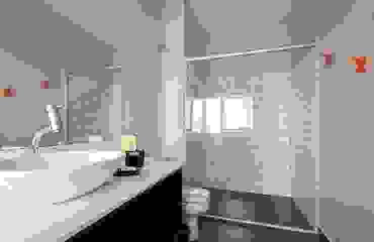 acr arquitetura Modern bathroom