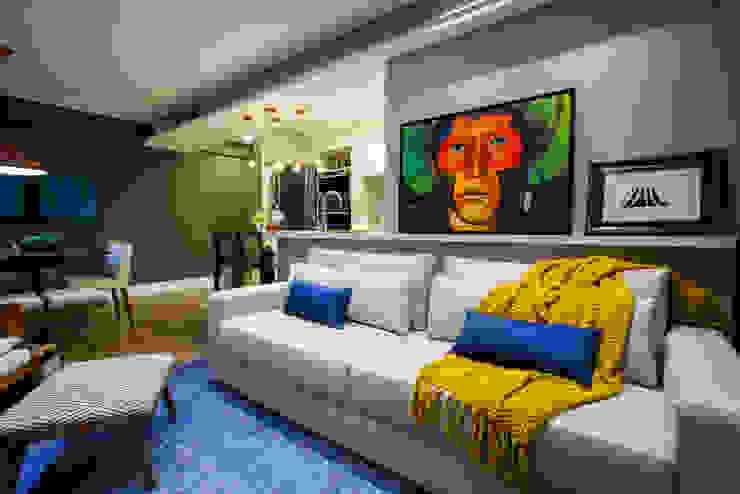 Sala de estar colorida Estúdio HL - Arquitetura e Interiores Salas de estar ecléticas
