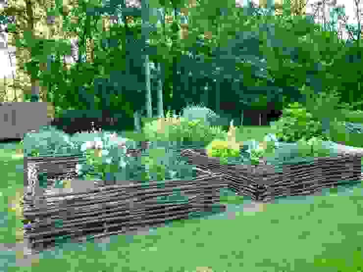 根據 Nature in the Garden 古典風