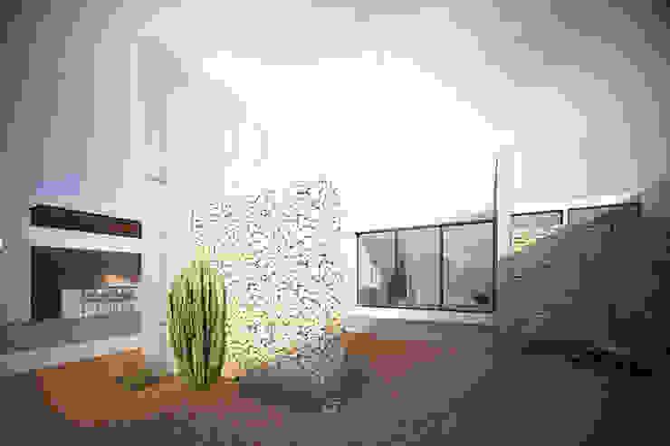 Casa 0316. Balcones y terrazas modernos de Lozano Arquitectos Moderno Piedra