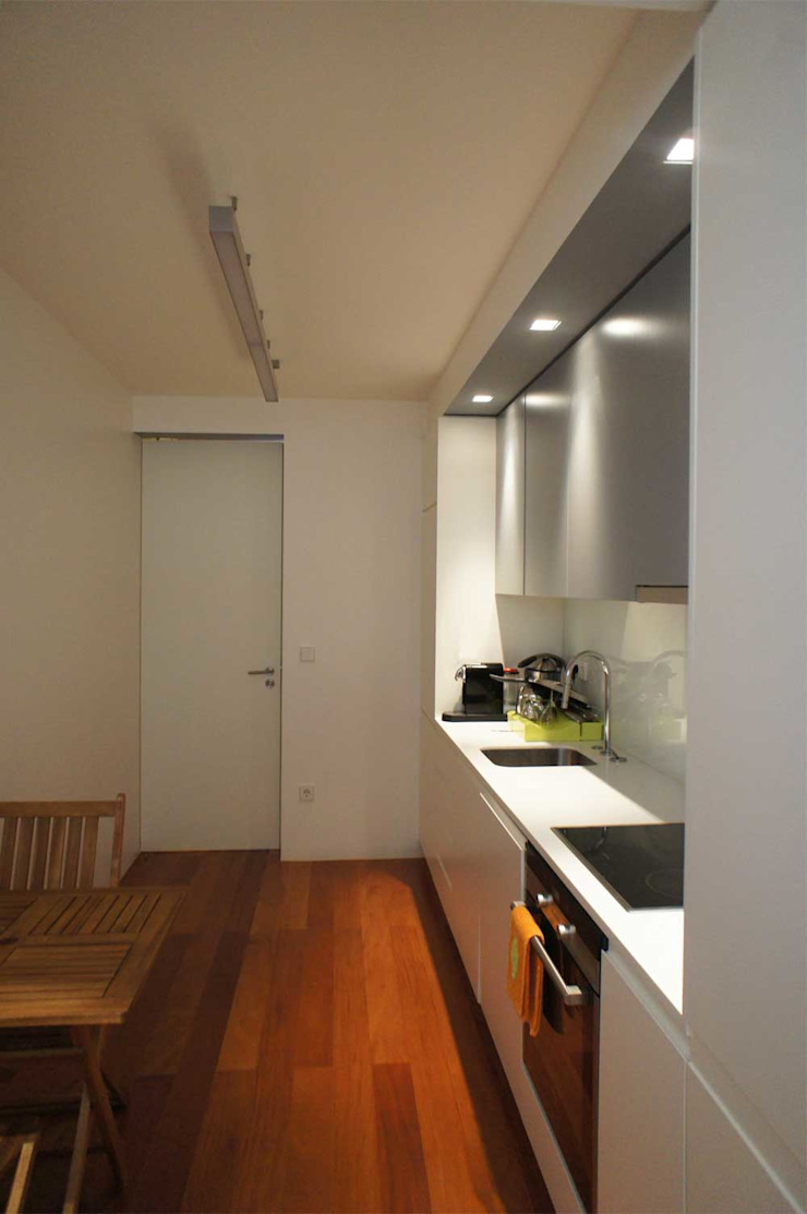 Apartamento T2 – Povoa de Varzim Cozinhas modernas por B3C Moderno