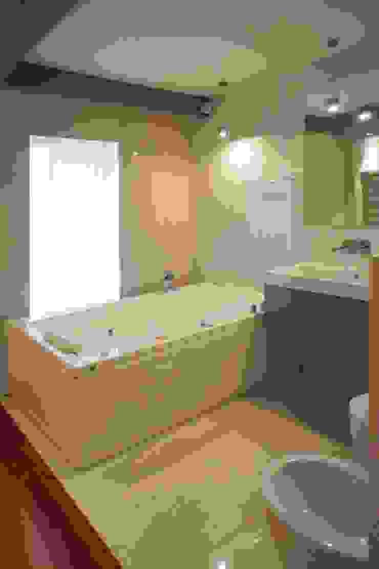 Apartamento T2 – Povoa de Varzim Casas de banho modernas por B3C Moderno