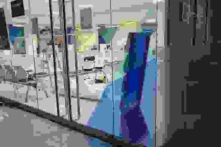 PRINCIPAL AFORE Puertas y ventanas modernas de Liferoom Moderno
