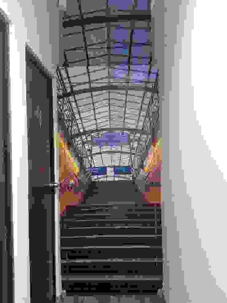 VARIOS Pasillos, vestíbulos y escaleras modernos de Liferoom Moderno