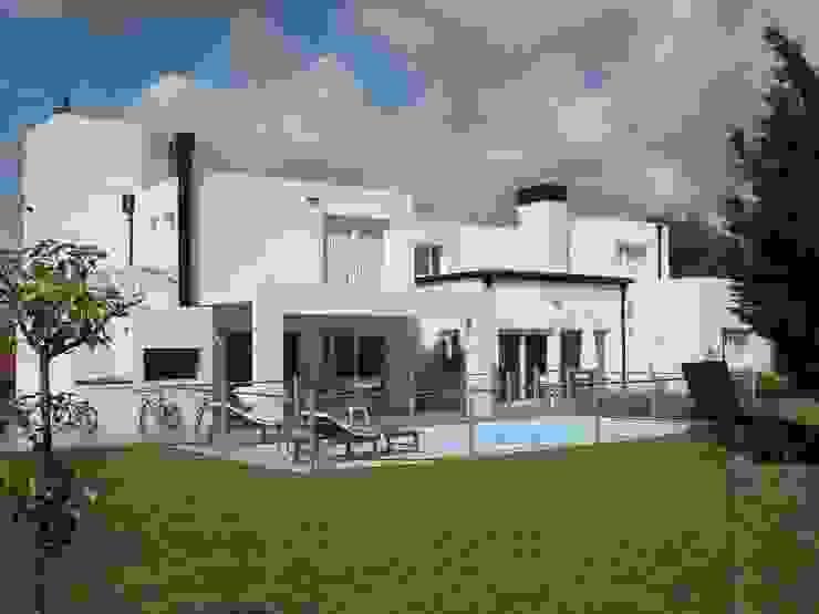 Estudio Arquitectura Integral Modern houses White