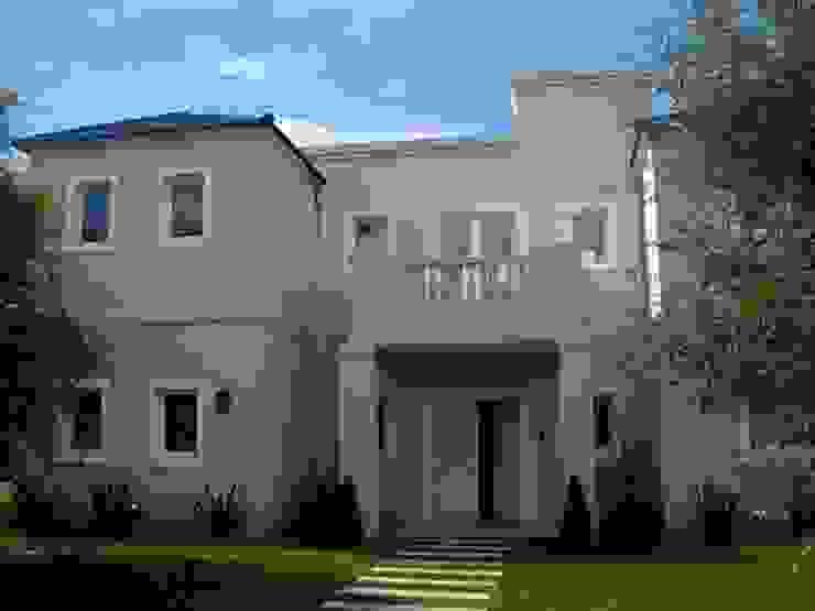 Estudio Arquitectura Integral Classic style houses