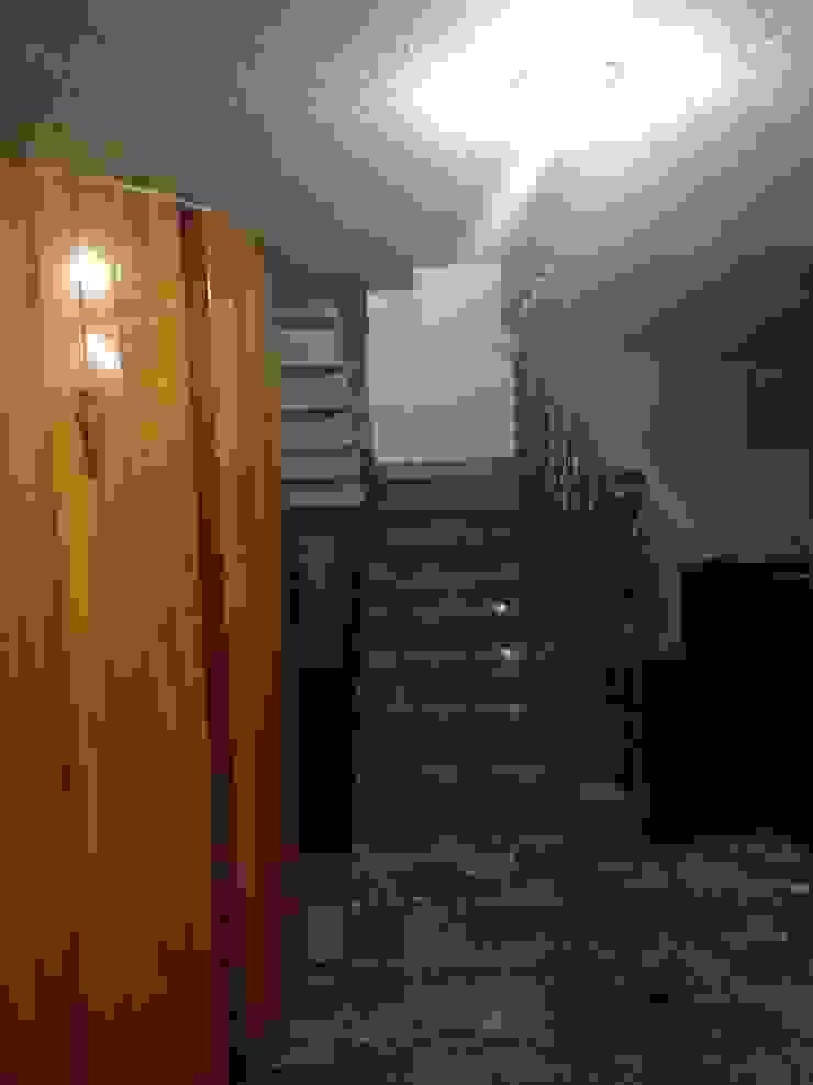 ANTES DE REMODELAR Pasillos, vestíbulos y escaleras modernos de Alejandra Zavala P. Moderno