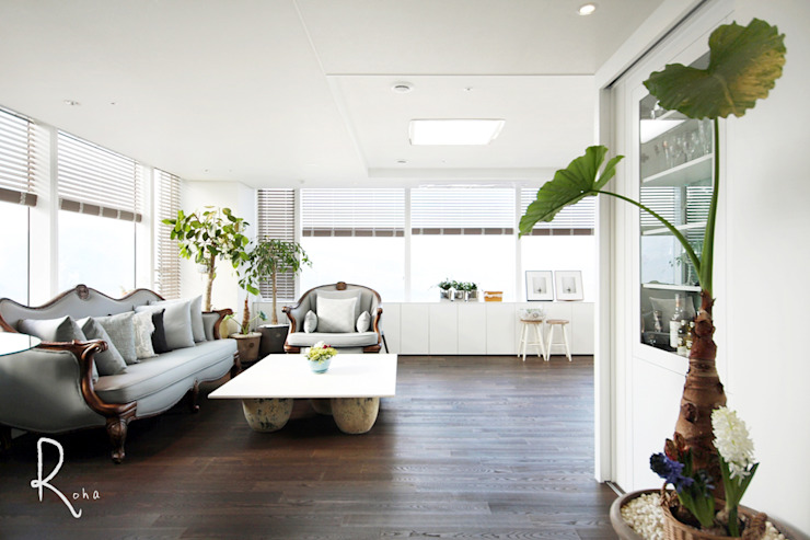 Salon moderne par 로하디자인 Moderne