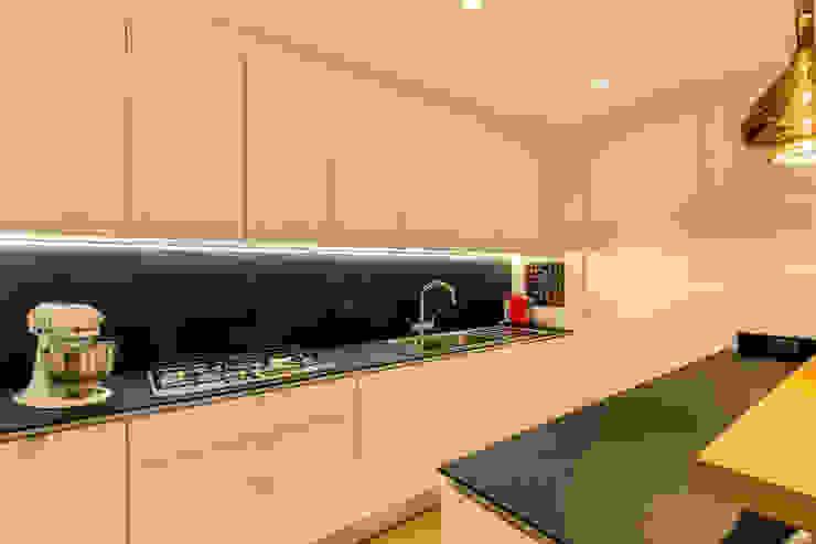 CAMILLUCCIA Cucina moderna di MOB ARCHITECTS Moderno