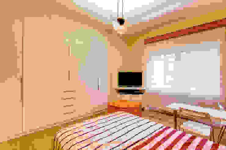 CAMILLUCCIA Camera da letto moderna di MOB ARCHITECTS Moderno