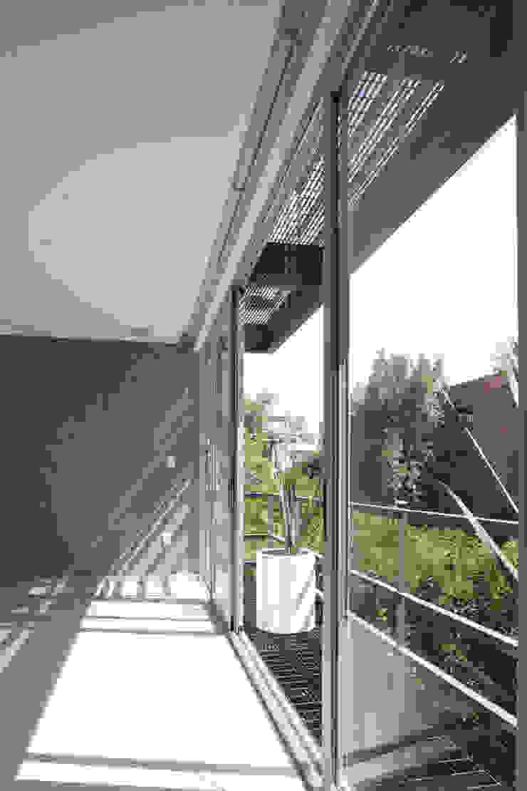 aCA-50 Finished Work Balcones y terrazas modernos de CoRREA Arquitectos Moderno