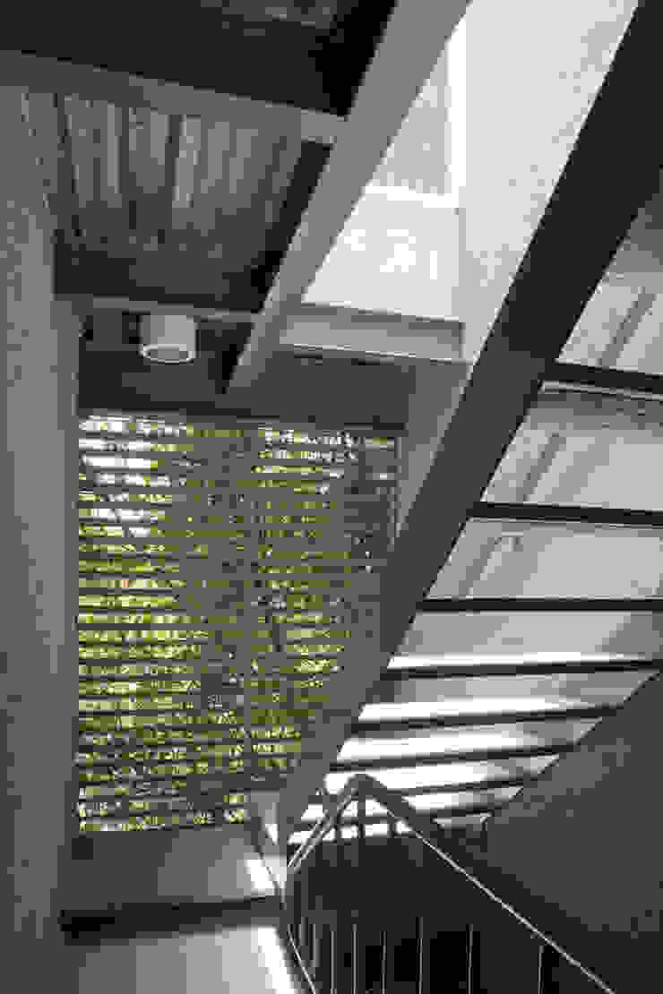 aCA-50 Finished Work Puertas y ventanas modernas de CoRREA Arquitectos Moderno