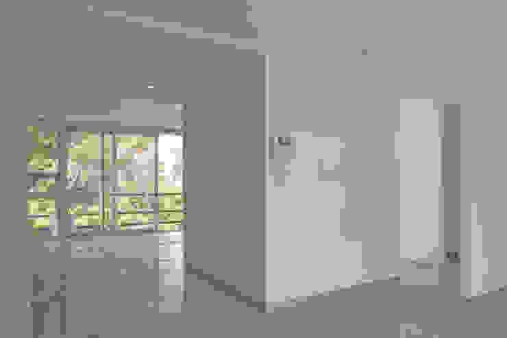 aCA-50 Finished Work Paredes y pisos de estilo moderno de CoRREA Arquitectos Moderno