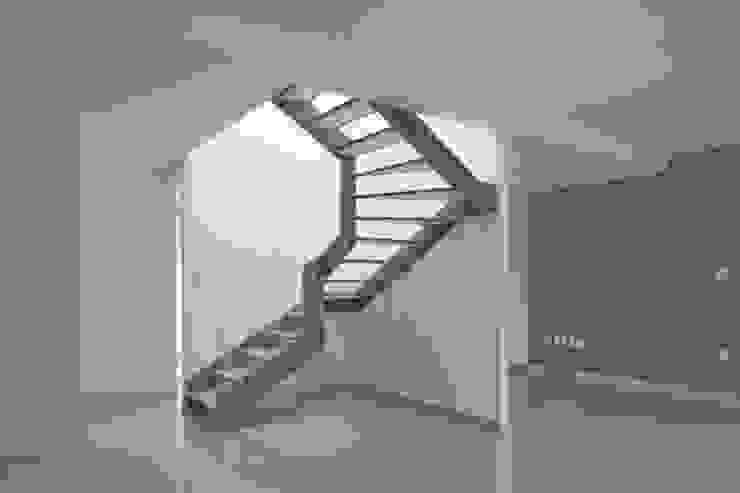aCA-50 Finished Work Pasillos, vestíbulos y escaleras modernos de CoRREA Arquitectos Moderno