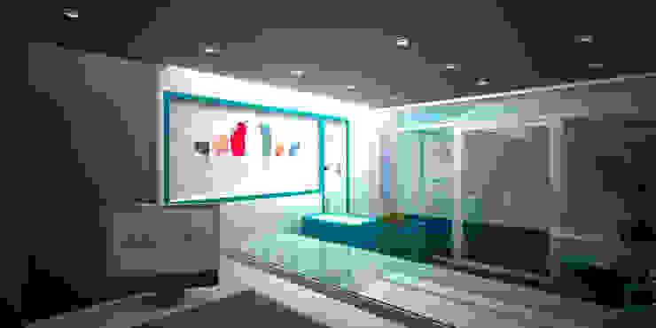 Exhibición Espacios comerciales de estilo moderno de Js Moderno