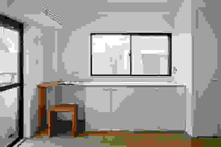 Salle à manger moderne par 内田雄介設計室 Moderne