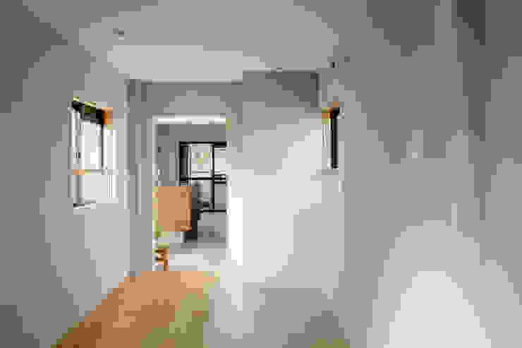 Chambre moderne par 内田雄介設計室 Moderne
