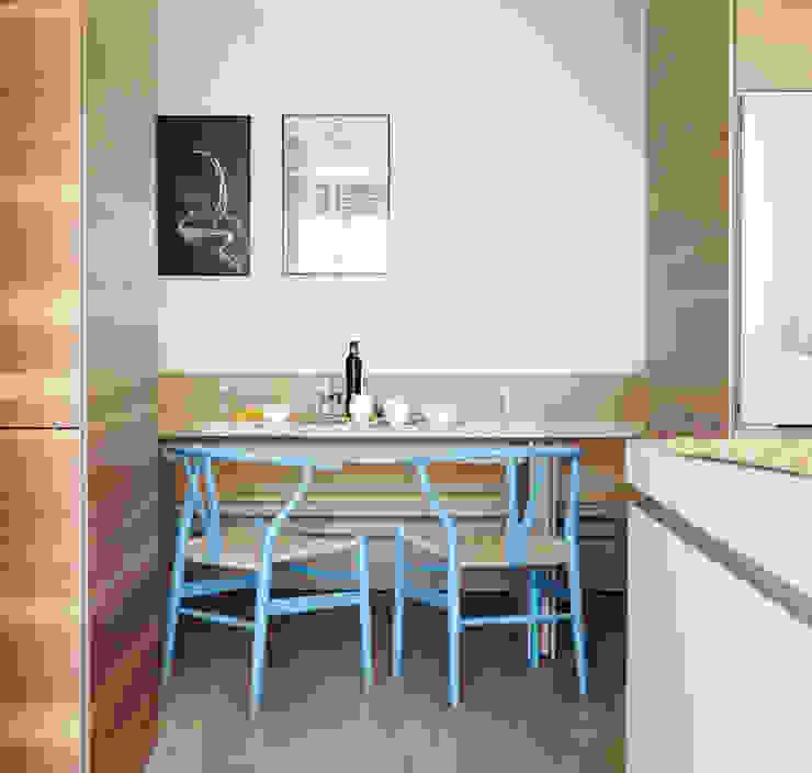 Casa Guadalmina Comedores de estilo mediterráneo de MLMR Architecture Consultancy Mediterráneo